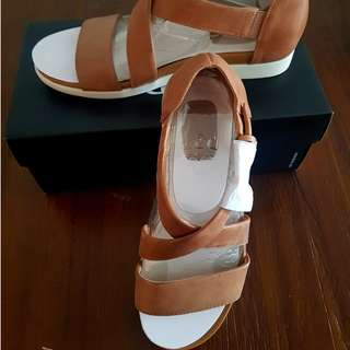 Brand New Naturalizer Elliot Tan Sandals 7.5US/37.5EUR