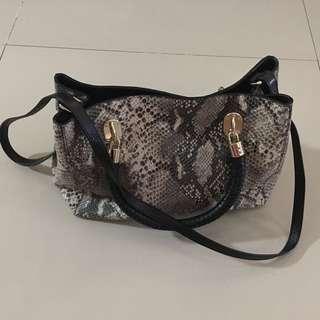 Colehaan sling/hand bag