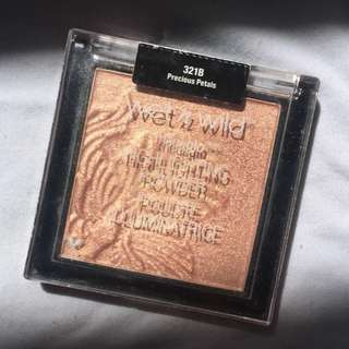 Wet n Wild Highlighter in Precious Petals