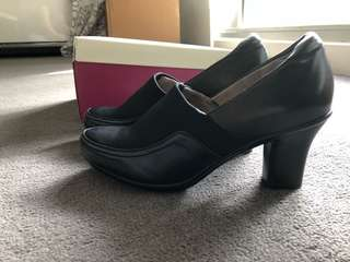 Brand New Naturalizer Lotus Black Pumps