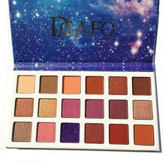18 Colors Smoky Matte Glitter Eyeshadow Palette