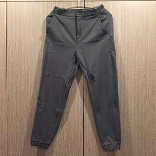 🚚 UNIQLO 縮口彈性休閒褲/墨綠/S號