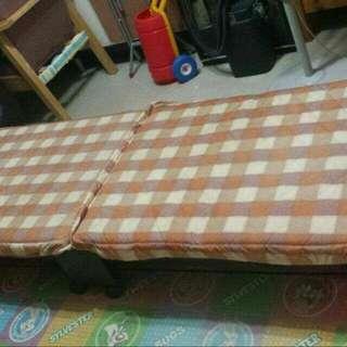 9成新摺床