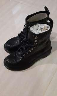 Dr martens 8 eye boots 1460