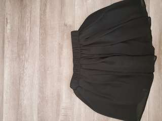 Black skirt size 6-8