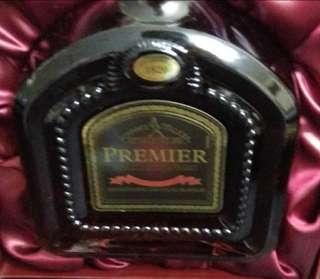 Johnnie walker  Premier 威士忌750mI連盒。