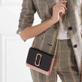 Marc Jacobs Snapshot Chain Wallet - black x pink