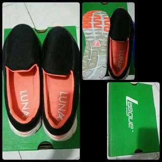 Shoes League