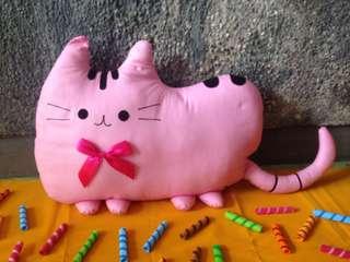 Bantal Boneka Kucing
