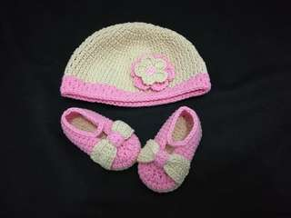 Crochet set hat and shoes