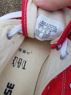 Red Converses US size 7