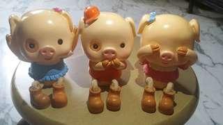 3 little cute pigs