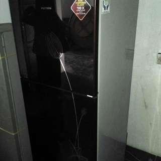 Kulkas 2 pintu Polytron