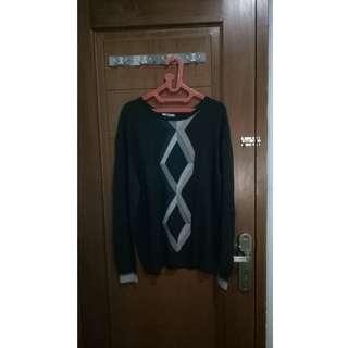 Sweater Motif Warna Hitam