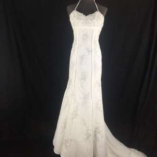 A6b Wedding Gown for rent