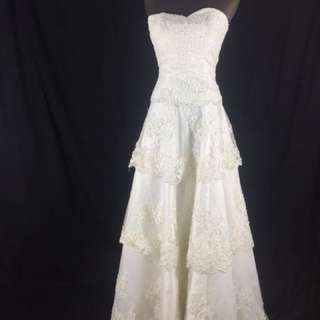 A18 Wedding Gown for rent