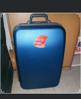 2 Wheels Luggage Size H 25inch W15inch  one side the lock doesn't work. Should be Use luggage belt