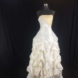 A20 Wedding Gown for rent