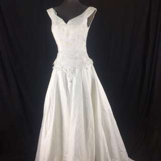 A23 Wedding Gown for rent