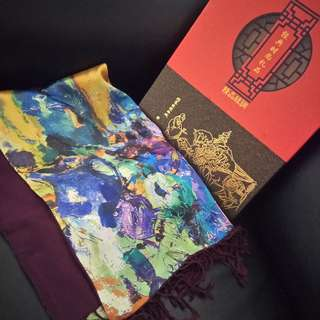 Ladies 100% Silk Shore Scarf with woolen lining. Brand new, unused