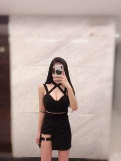 全黑 一套,上衣跟裙子百搭