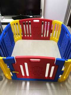 Kids Play Yard Play pen in Excellent condition  P4,000