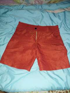 celana pendek merah bata #horegajian