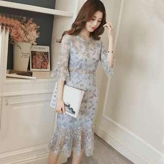 新款性感喇叭袖碎花蕾絲連身裙仙女收腰過膝鱼尾裙 S M L 藍灰色