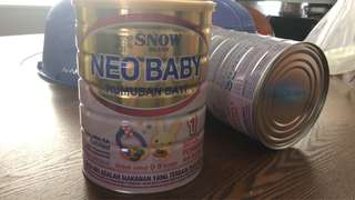 2 tins of SNow Infant milk powder 900g