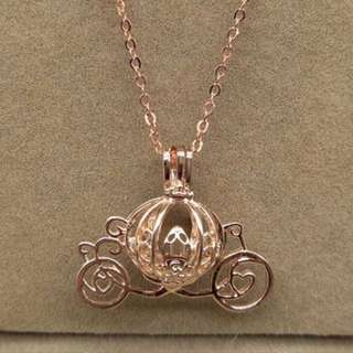 Essential oil locket carriage