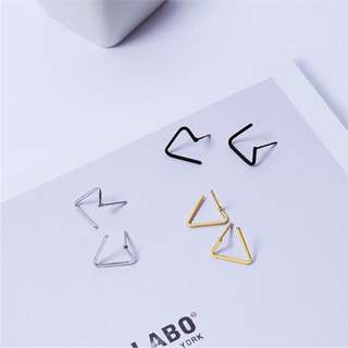 Geometric triangular earrings