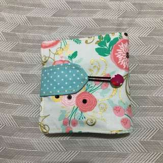 Pouch for essential oils roller bottles