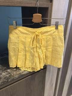 🚚 (全新)超美 刺繡 鵝黃短褲