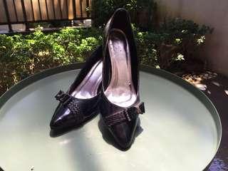 Sepatu kerja high heels