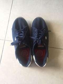 Sepatu kets rubi (cotton on)