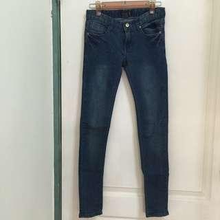 🚚 深藍色窄管牛仔褲
