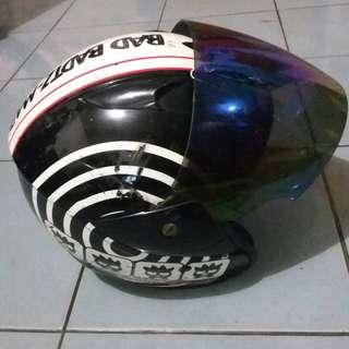 Helm bergambar