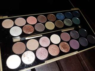 Eyeshadow pallete makeup revolution fortune favours the brave