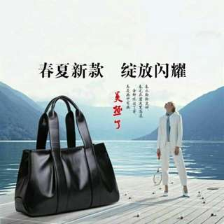 Going out will not bump the bag. What you want is this refined style. You don't need to wear your back to get it.Simply wearing it will also feel that the overall design is very! 出门不会撞包,要的就是这份脱俗,不用背上身就知道好看,穿的再简单也会觉得整体很有设计感!