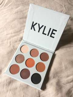 INAUTHENTIC KYLIE THE BRONZE PALETTE