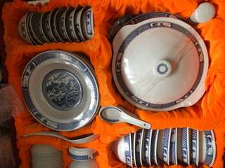 Chinese dinner set collectible