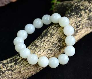 Collect grade and tian jade 12 mm hand string.