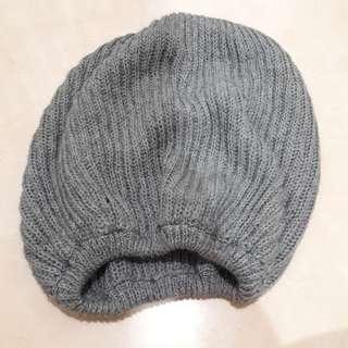 topi kupluk abu bahan rajutan