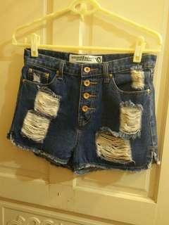 近新高腰排釦刷破牛仔短褲