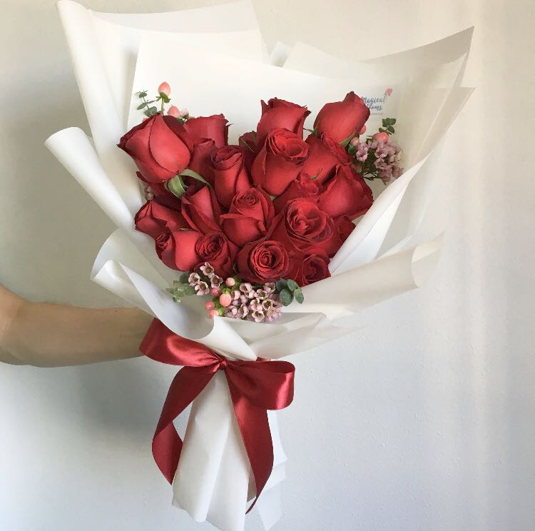 0665454042560 Big Bouquet of 25 Red Roses with Fillers / Anniversary Flowers ...