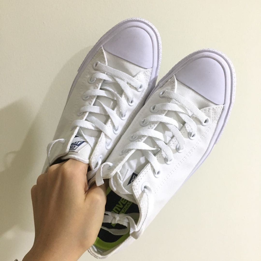017c887540 Converse White Sneakers Men s 7  Women s 9  UK7  EU40  25.5CM