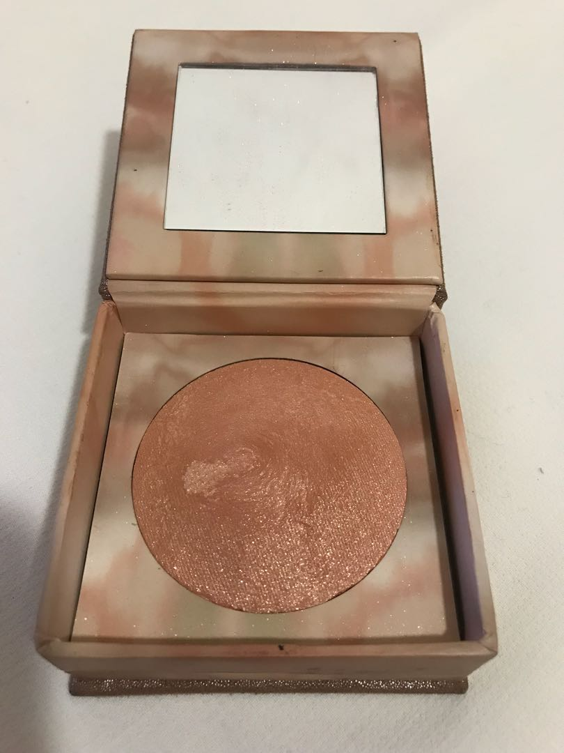 "Urban decay - naked Illuminator ""aura"""