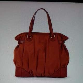 GUCCl 磚紅色 壓紋皮手袋 原價$8950