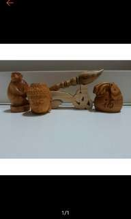 崖柏小雕件+15cm血龍木筆(包含木質座)