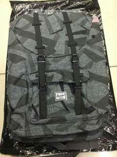 BACKPACK 23.5L
